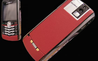 San Valentino 2008: regala il Blackberry Goldstriker in pelle e platino