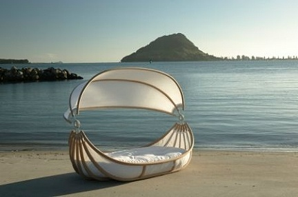 Design Mobel Float Bed: un letto a forma di barca