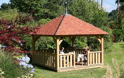Un lussuoso gazebo by English Heritage Buildings