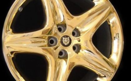 Goldstriker: accessori in oro per auto da sogno