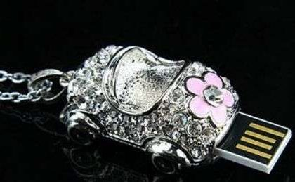 Idee Regalo, USB Jewel Car Necklace