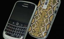 Blackberry Bold: look  pitone e diamanti