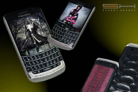 Cellulari di lusso: Diamond & Python BlackBerry 9700 Bold II Editions