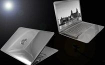 Computer: Diamanti per il Macbook Air Supreme Ice Edition