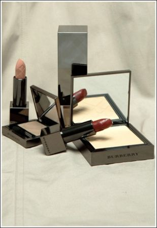 Burberry make up: la casa di moda lancia la collezione beauty