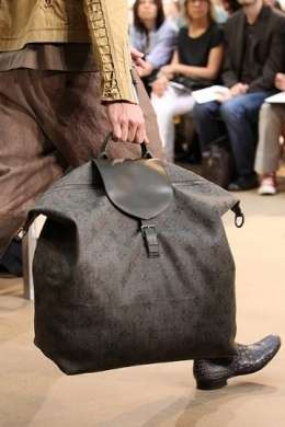 Louis Vuitton: le borse da uomo per l'estate 2011