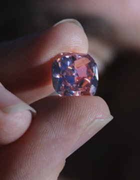 Diamanti: un raro diamante rosa all'asta a Toronto
