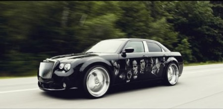Cristalli Swarovski e interni Louis Vuitton per una Chrysler 300C SRT8