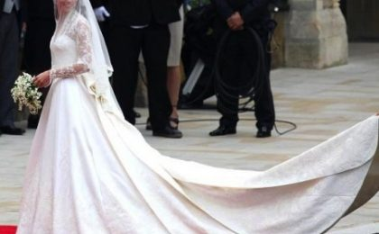 L'abito da sposa di Kate Middleton in mostra a Buckingham Palace