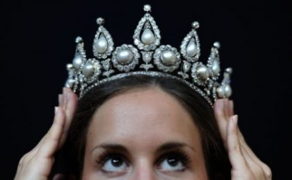 1,16 milioni di sterline per la tiara in perle e diamanti de Rothschild all'asta da Christie's