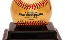 Oro a 24 carati per la speciale palla da baseball in occasione dello State Farm Home Run Derby