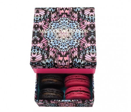 Speciali confezioni in limited edition per i macarons Ladurée by Matthew Williamson