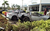 Incidente di lusso a Miami, ubriaco distrugge sei Corvette davanti al concessionario