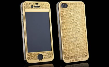 Il design si veste d'oro e platino nell'iPhone 4S by Suvarna Bullion