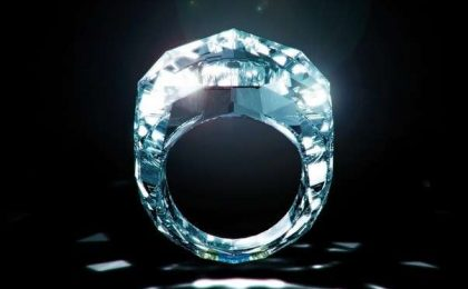 L'anello realizzato interamente in diamante [FOTO&VIDEO]