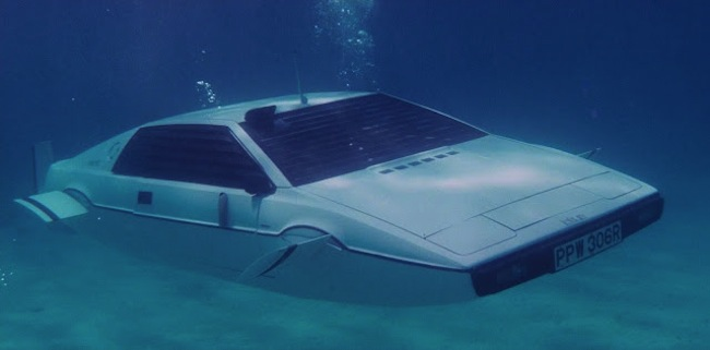 Auto storiche di James Bond, la Lotus Esprit Serie 1 Submarine di 007 all'asta