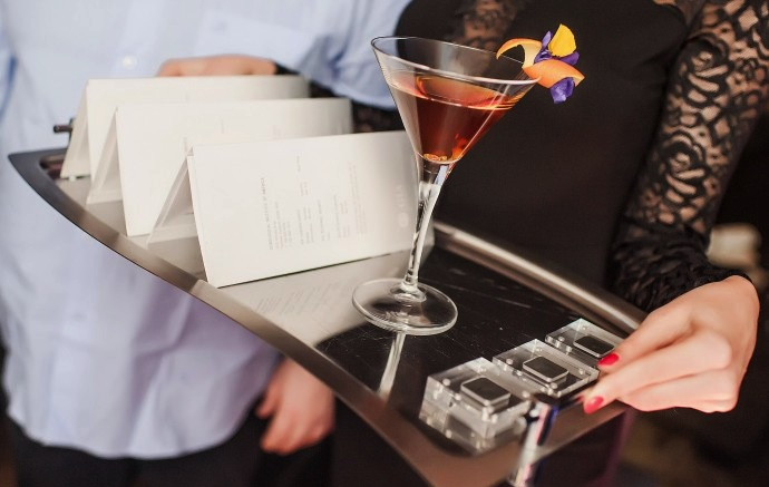Cocktail più costoso al mondo, a Mosca il drink si serve con diamanti veri