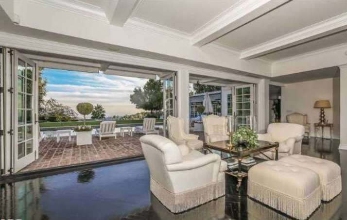 Mariah Carey vende la sua villa di lusso a Bel Air, Los Angeles