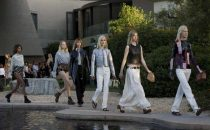 Louis Vuitton Resort: la collezione hollywoodiana va in scena a Palm Springs  [FOTO]
