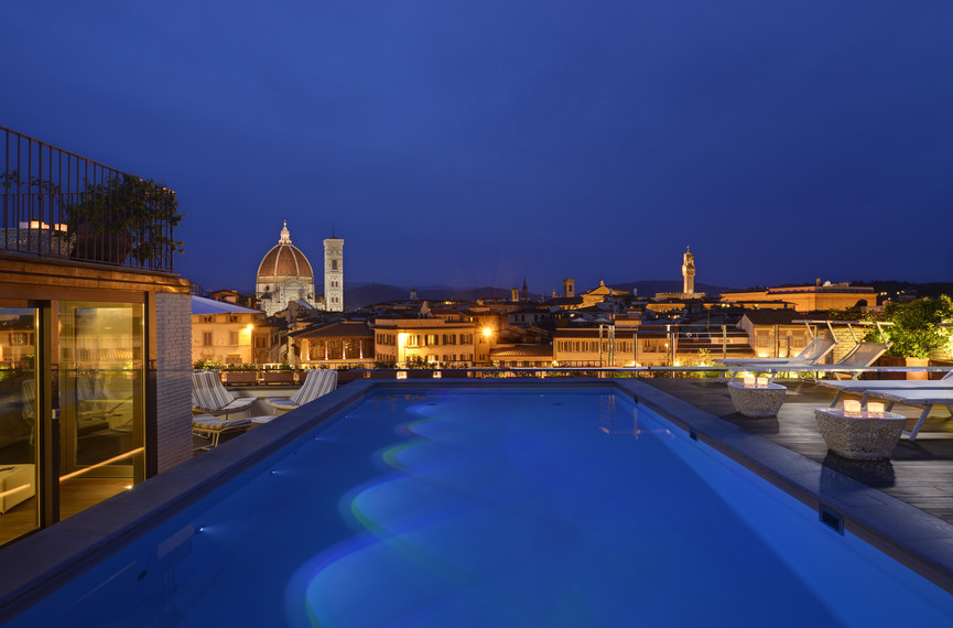 Rooftop_Pool_and_View_at_Grand_Hotel_Minerva_by_night