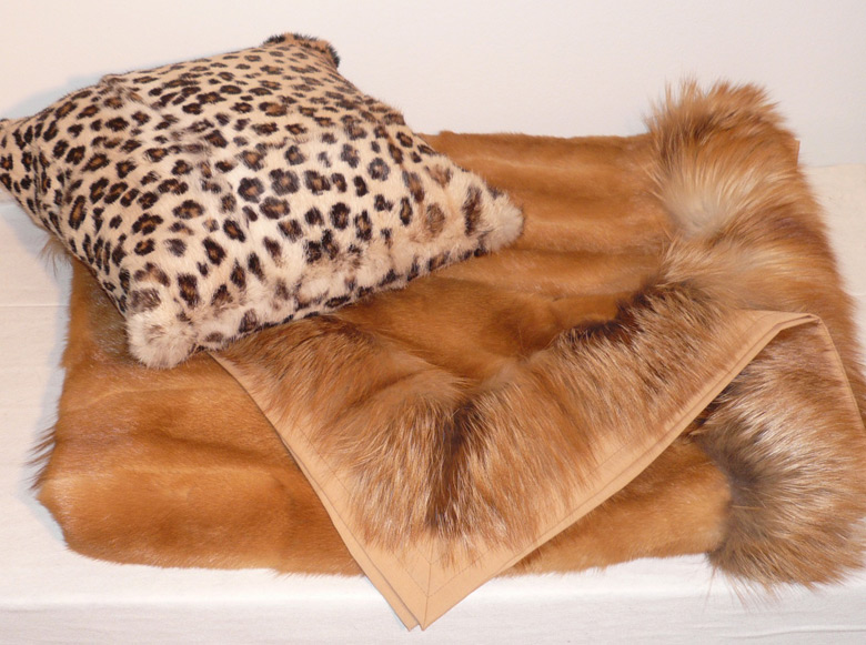 Coperta in kolinsky naturale, cuscino in lapin jaguar