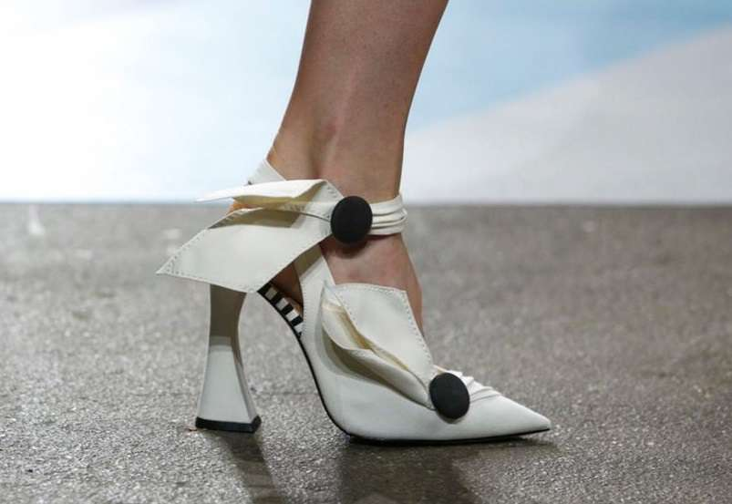 Pumps strutturate Christina Siriano