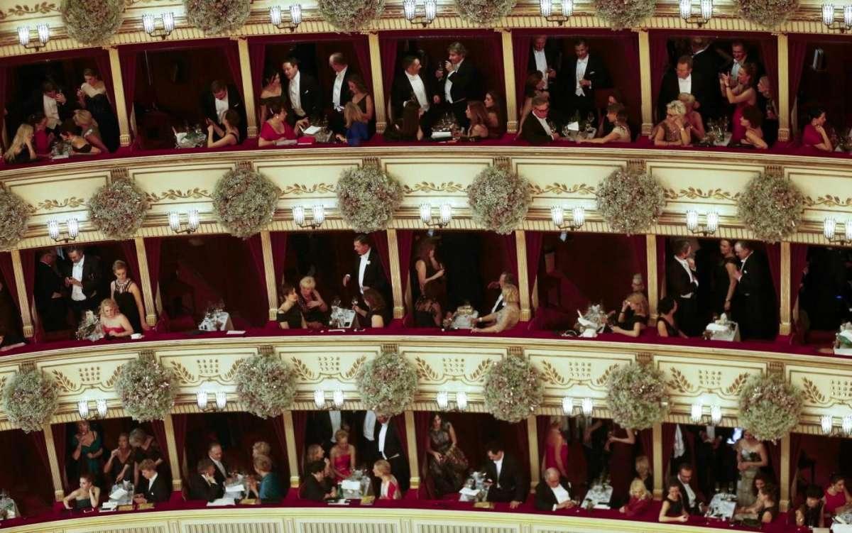 Quanto cosa partecipare al Ballo delle debuttanti di Vienna