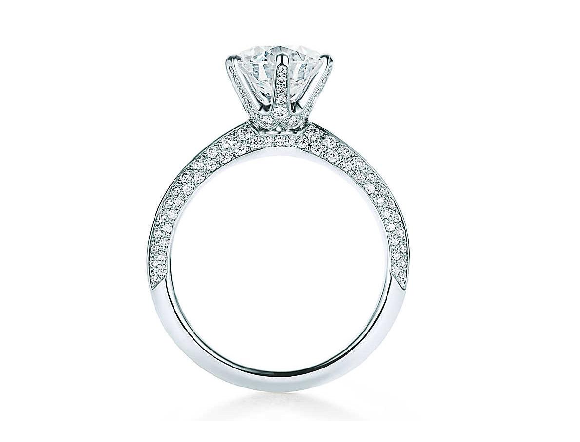 Anello Tiffany Setting con diamanti sulla fascia