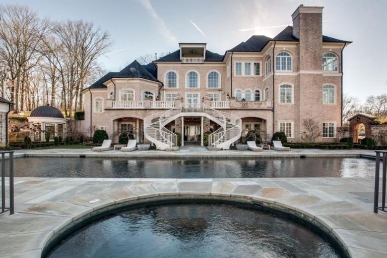 Kelly Clarkson vende la sua casa a Hendersonville
