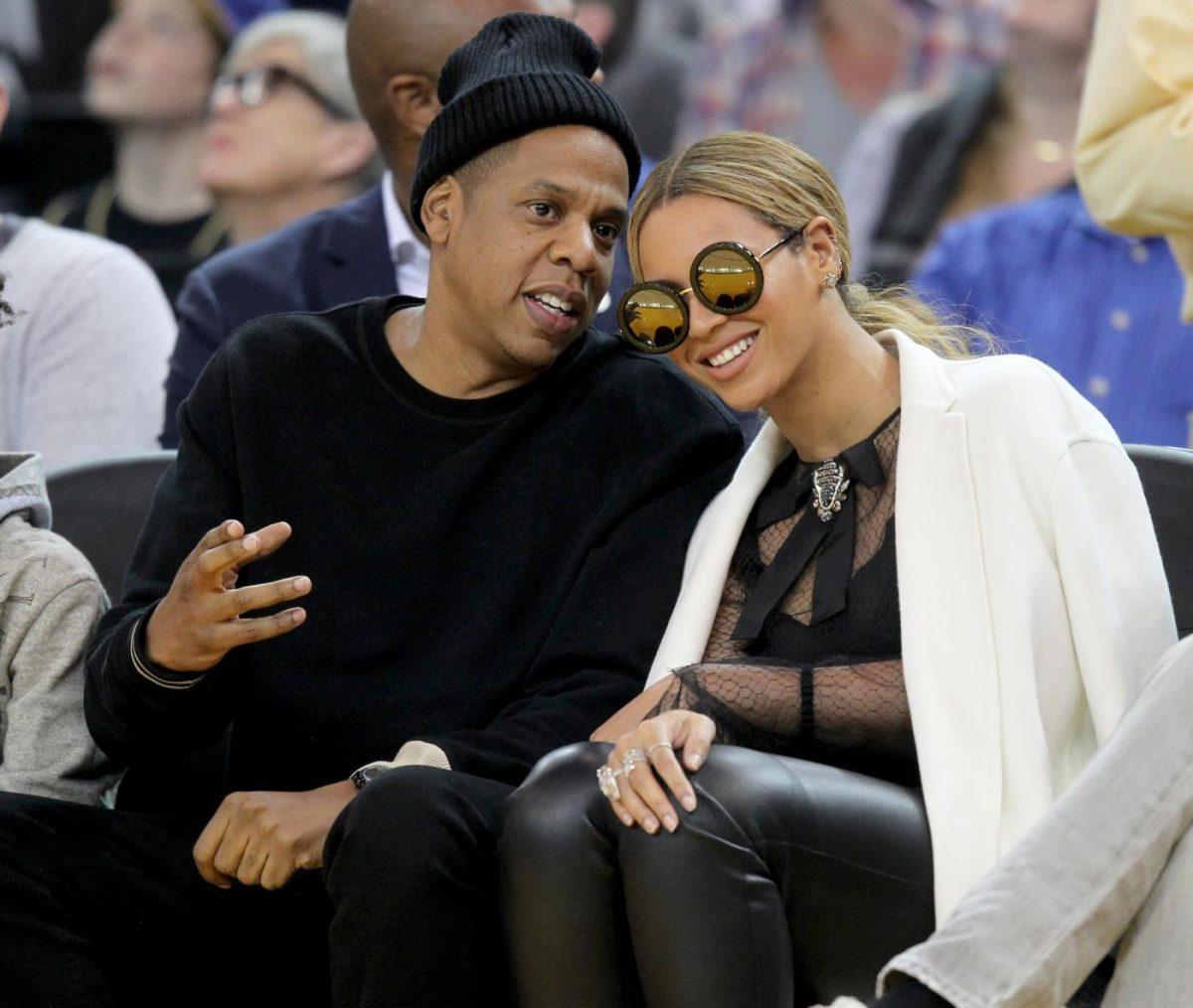 Beyonce incinta di due gemelli, l'annuncio su Instagram