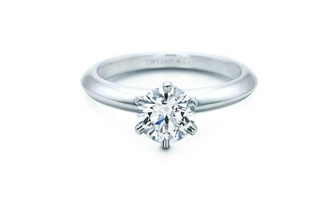 Anelli di fidanzamento Tiffany, i solitari con diamante da non perdere [FOTO]