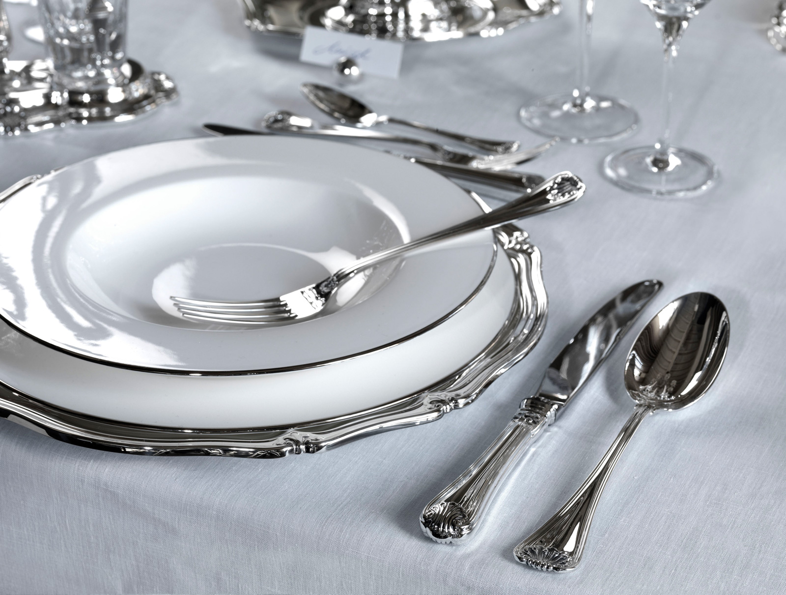 posate tavola elegante
