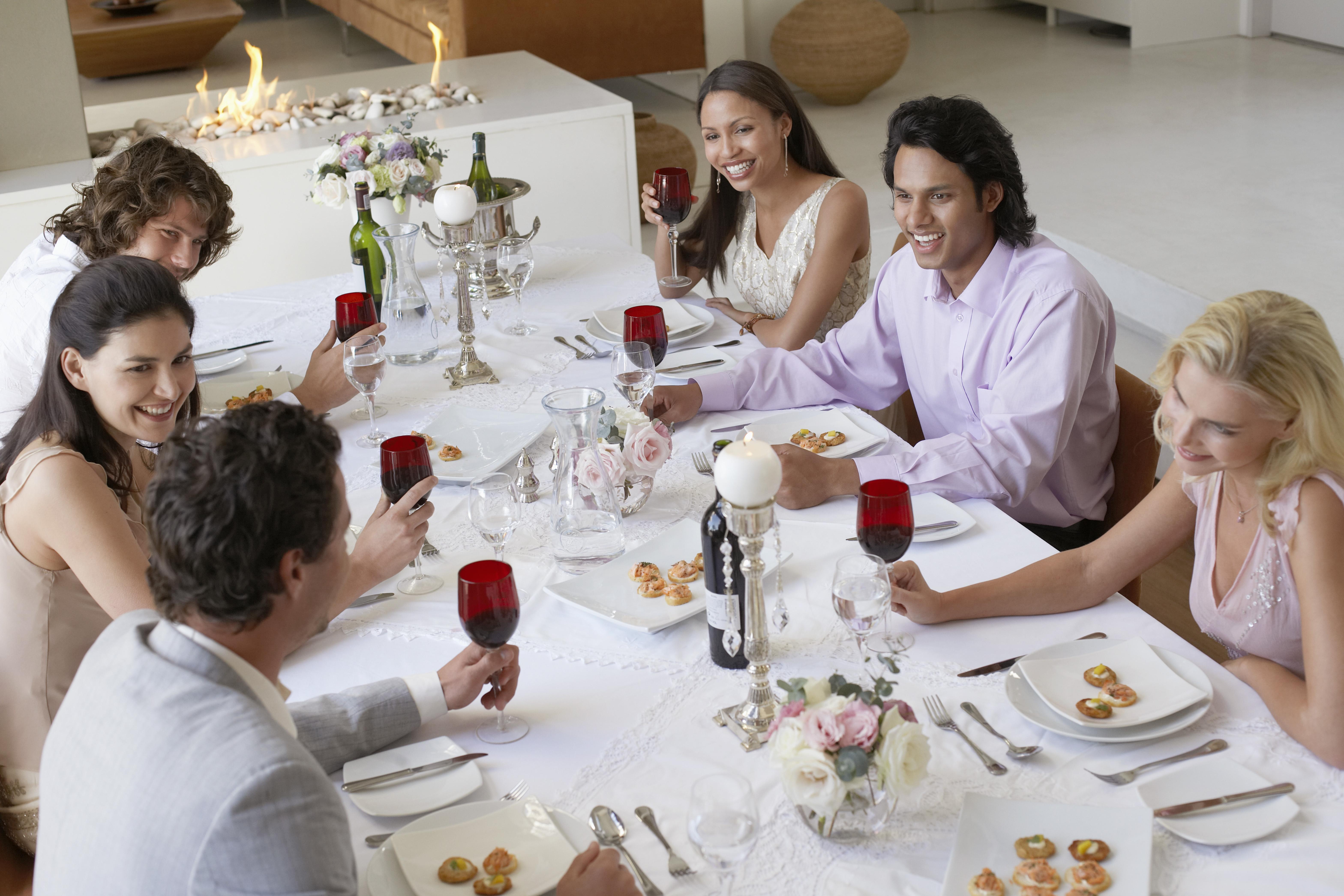 La disposizione a tavola degli ospiti