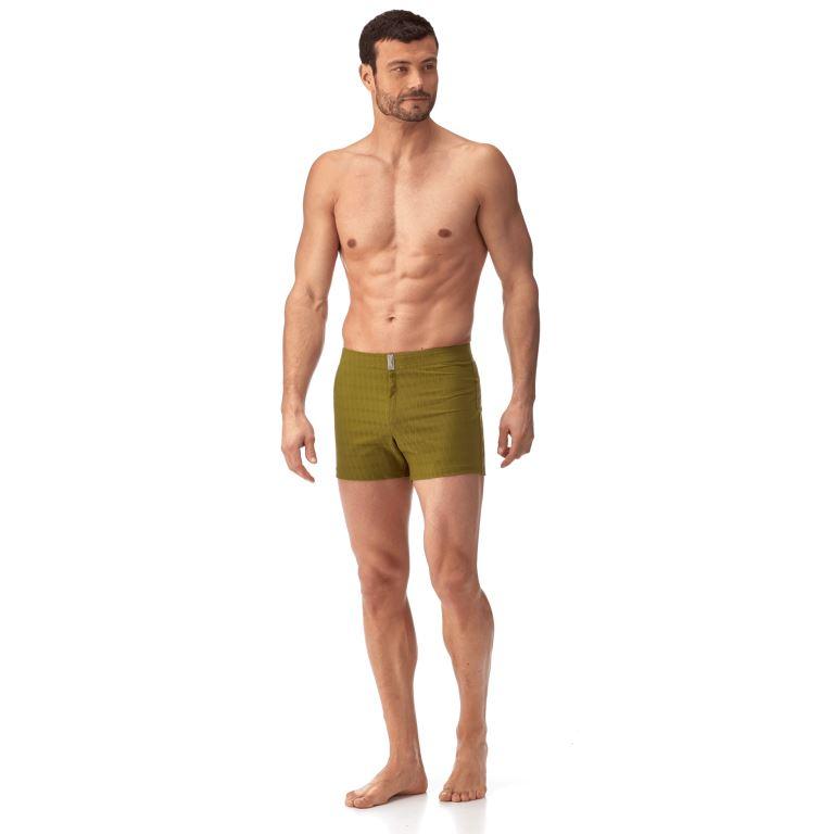 Costume corto e aderente