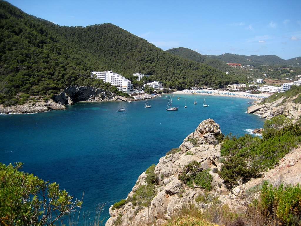Cala Llonga a Ibiza