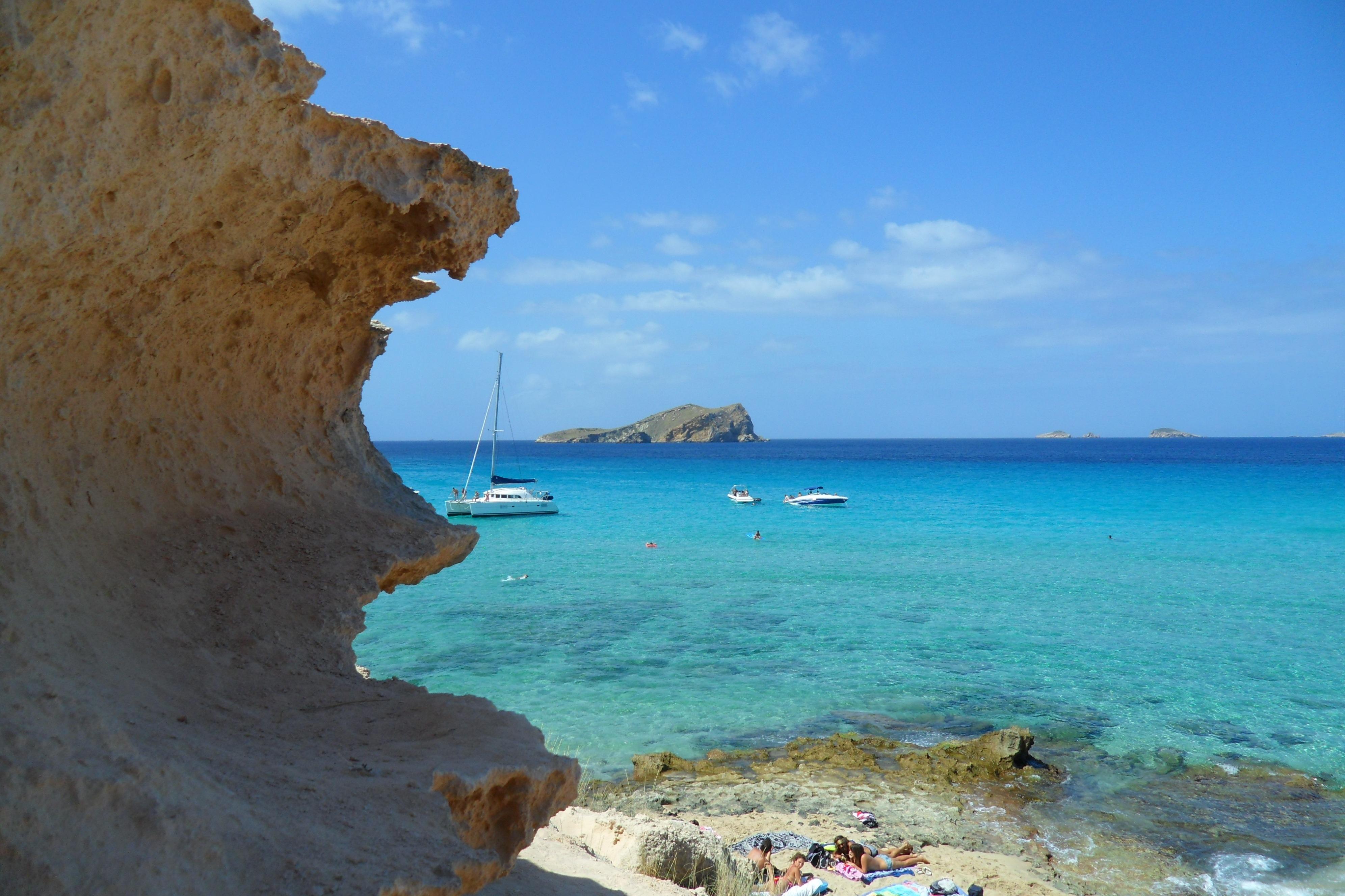 La spiaggia di Cala Comte a Ibiza