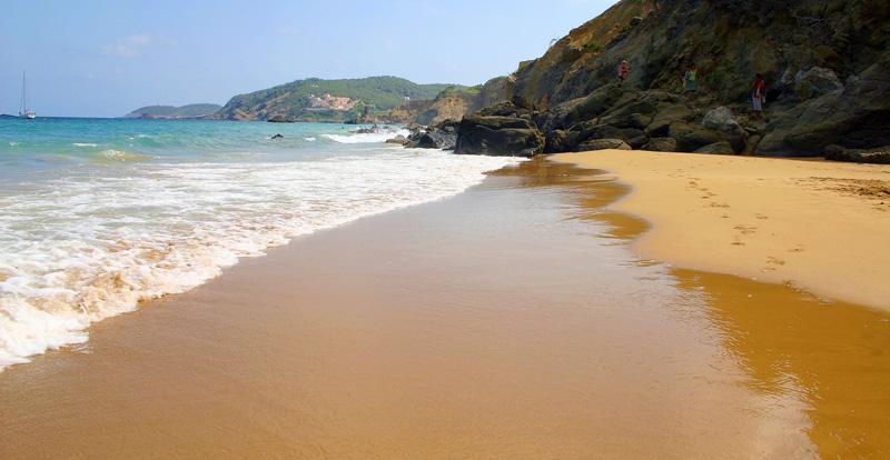 Spiaggia Agua Blanca a Ibiza