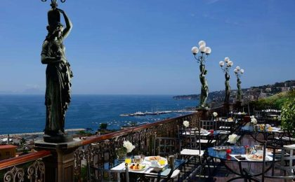 Aperitivo in terrazza a Napoli: 7 location con vista mare [FOTO]