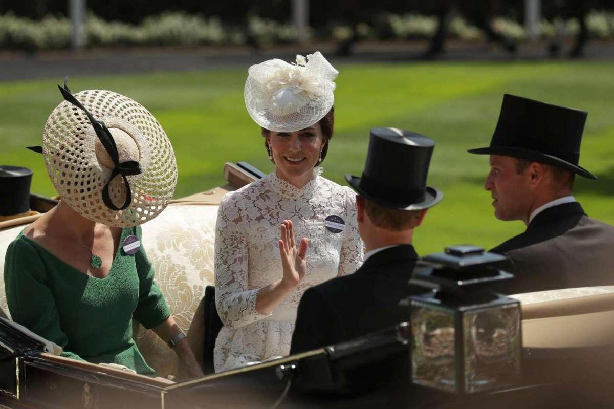 Royal Ascot 2017: i cappelli più stravaganti e chic dei partecipanti [FOTO]