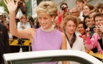 Lady Diana: i look più belli dellicona di stile reale [FOTO]
