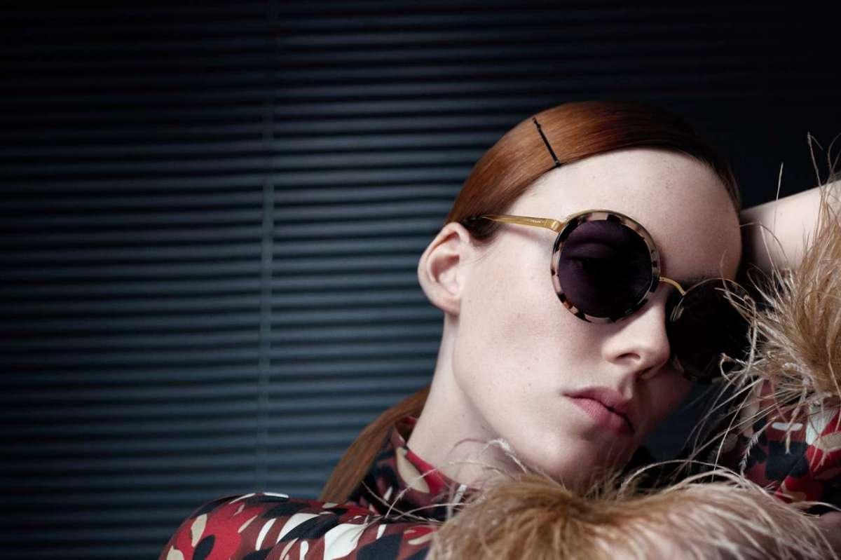 designer fashion 78340 788ce Occhiali da sole Prada: i modelli da donna per l'estate 2017 ...