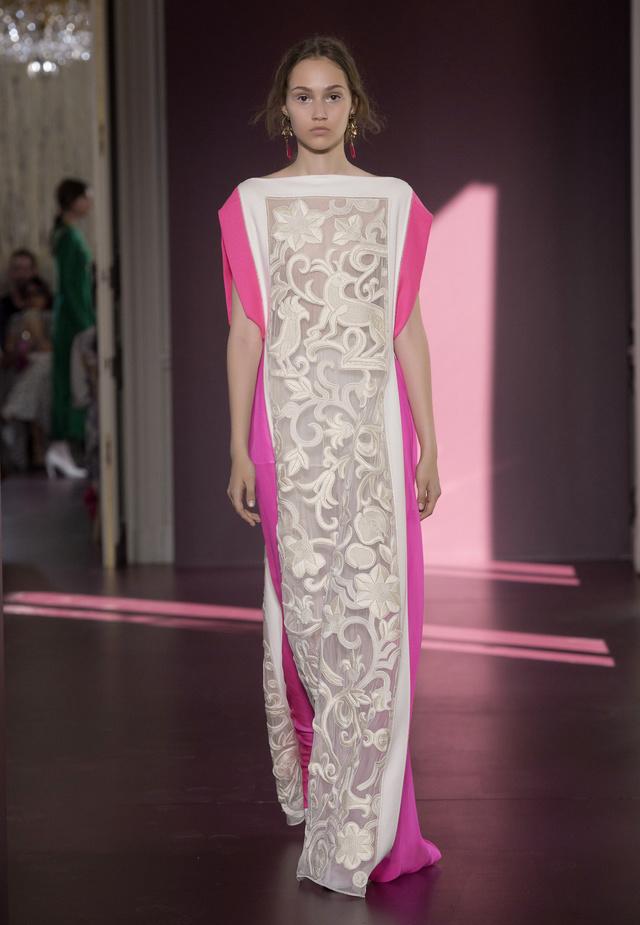 Abito bianco e magenta Valentino Haute Couture 2017 Autunno