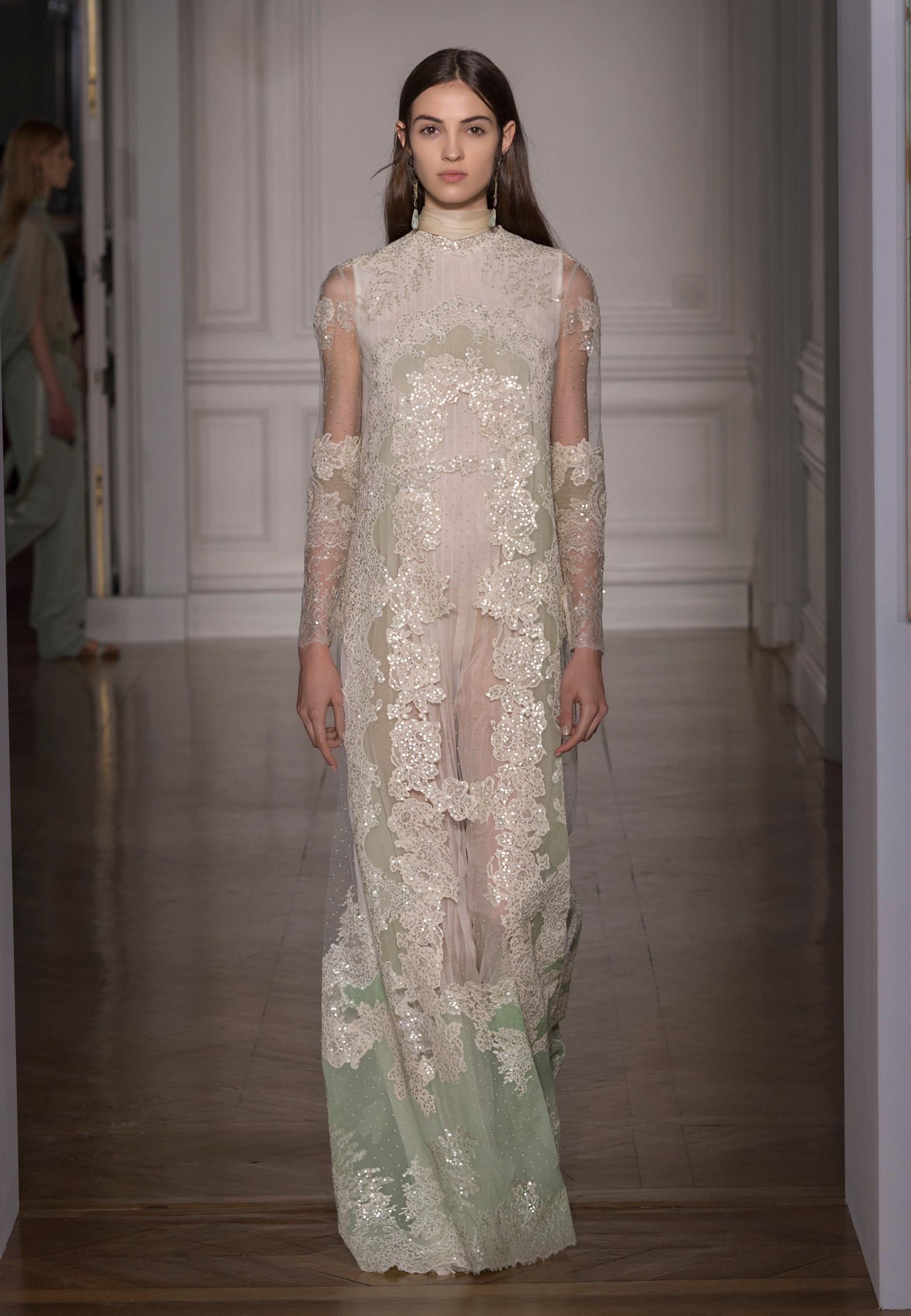 Abito da sposa scivolato in pizzo Valentino Haute Couture Primavera Estate 2017