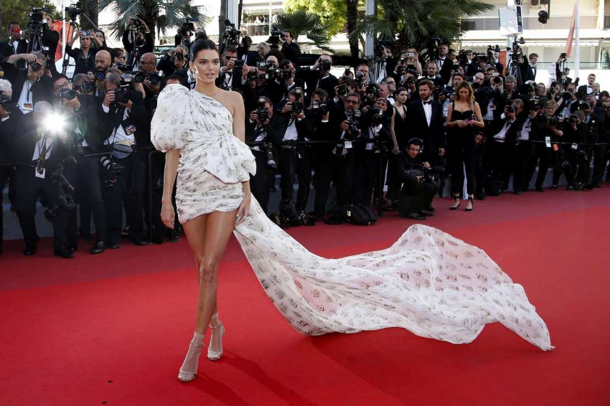 Kendall Jenner in Giambattista Valli a Cannes 2017