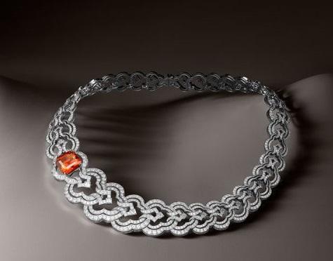 Collana Louis Vuitton in oro bianco, granato mandarino da 16.82 carati e diamanti per 22.31 carati