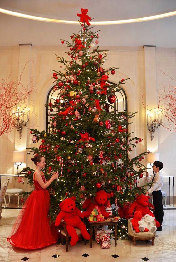 Albero di Natale di grandi dimensioni