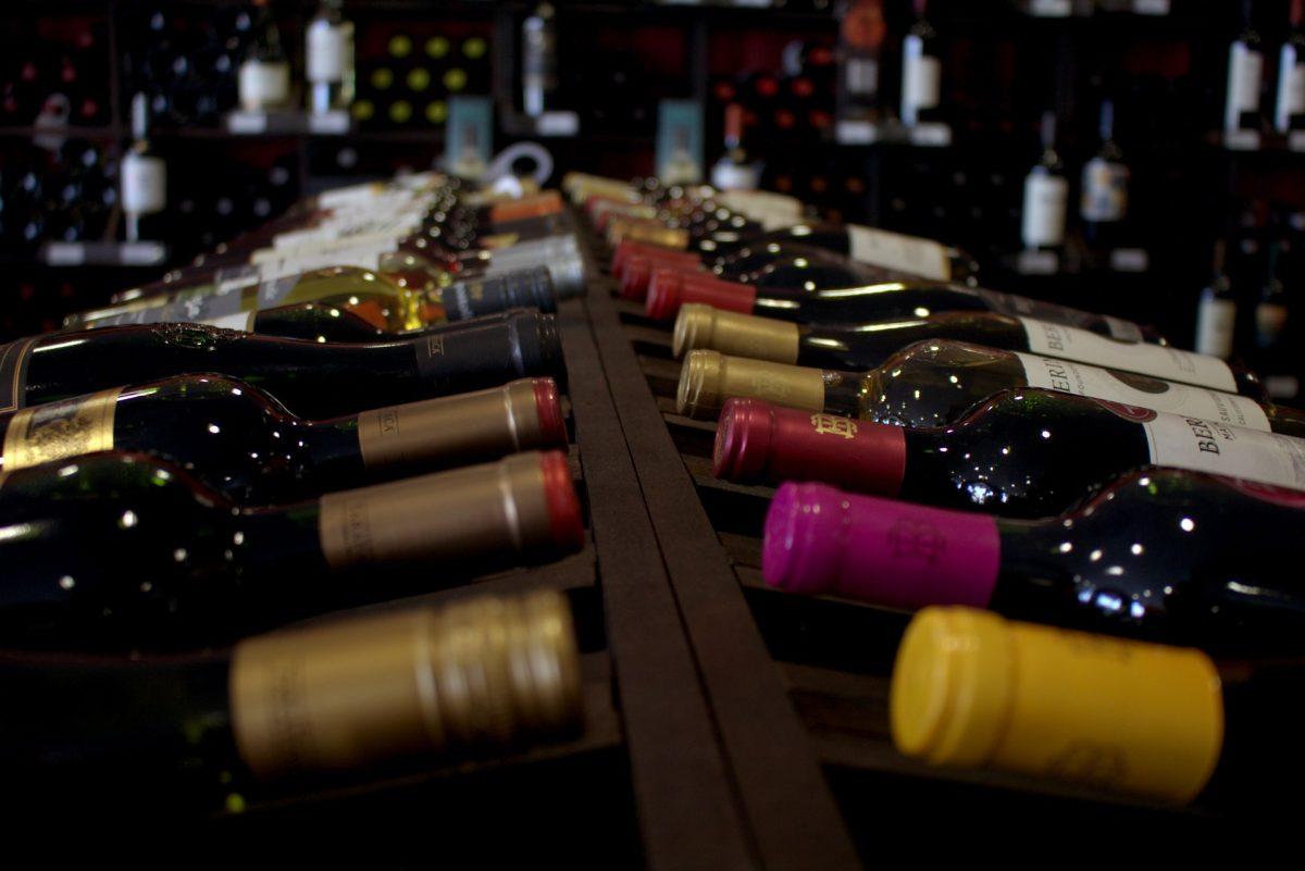 Come scegliere una bottiglia di vino da regalare a Natale