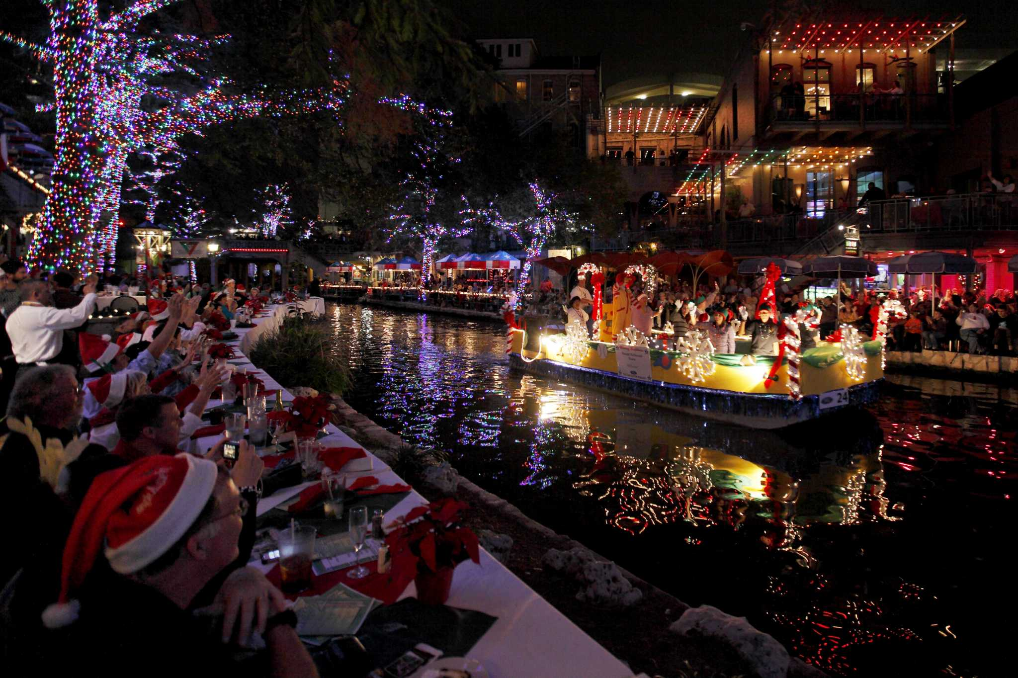 La Ford Holiday River Parade and Lighting Ceremony a San Antonio
