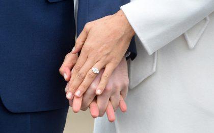 Quanto vale l'anello di fidanzamento di Meghan Markle? Il prezzo determinato dagli esperti