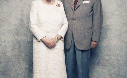 La Regina Elisabetta e il Principe Filippo festeggiano 70 anni di matrimonio con una foto ufficiale che ricorderemo per sempre